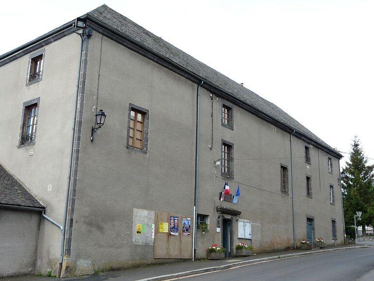 Paulhac (15) mairie.jpg