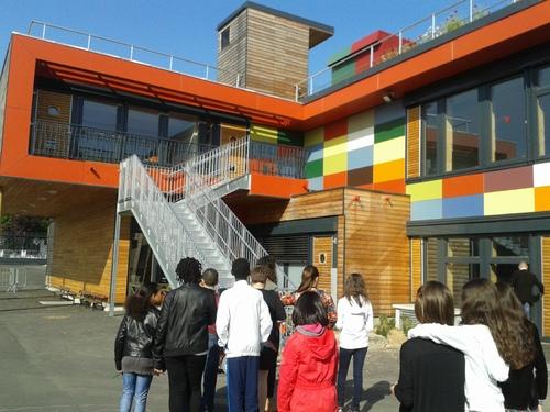 Les CM2A visitent l'école maternelle des Boutours