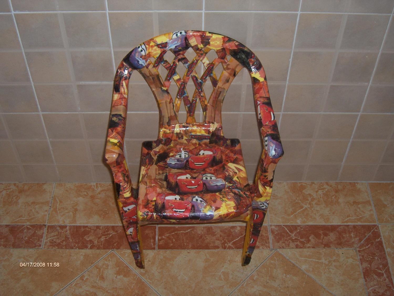 relooking d 39 une chaise en plastique reve de carton. Black Bedroom Furniture Sets. Home Design Ideas