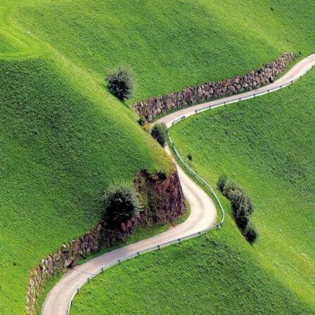 IRLANDE. Ireland, Road Not Taken  (Voyages)