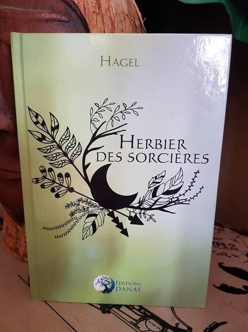 """L' """"Herbier des Sorcières"""" de Hagel est absolument magique : un recueil d'astuces pour interagir avec les plantes, entre autres <3 J'adore !"""