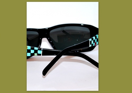 lunette de soleil noire ornée de turquoise vértable, d'ébène, d'argent, de cristaux