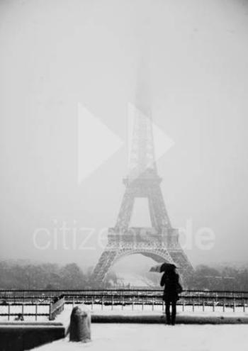202289-la-tour-eiffel-sous-la-neige