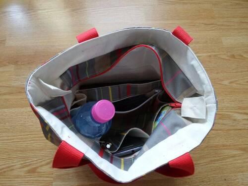 Coudre un petit sac shopping en tissu basque, plein de poches