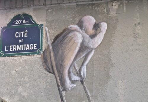 Homme bouée échelle street-art 7