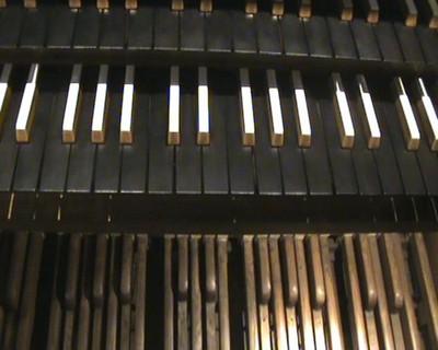 Blog de colinearcenciel :BIENVENUE DANS MON MONDE MUSICAL, VUE SUR LES CLAVIERS ET PEDALIER