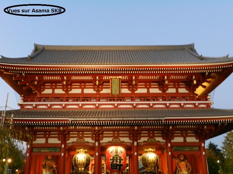 Asakusa à la tombée de la nuit.