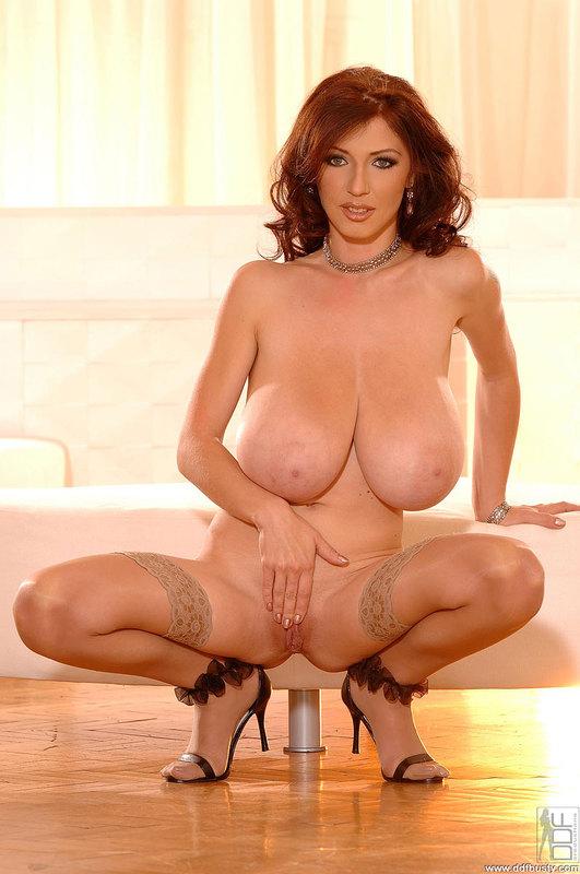 Merilyn Sakova - Elégance, beauté, charme et gros seins !