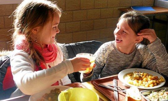 Les enfants de l'école Saint-Jean se sont régalés avec le délicieux smoothie.