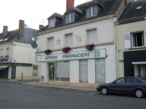 Et l'hôtel de ville devint pharmacie...