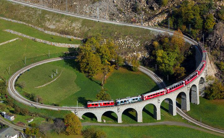 embarquez-a-bord-de-ces-trains-qui-sillonnent-les-alpes-pour-un-voyage-a-flanc-de-montagne-epoustouflant6