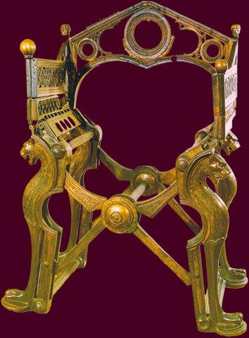 Histoire de trônes mérovingiens ou carolingiens ?