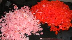 Hamburger à base de coquillettes, recette à l'italienne, tomate, parmesan, roquette...