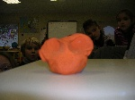 Défi 3 : Comment percer un ballon gonflé sans l'éclater ?