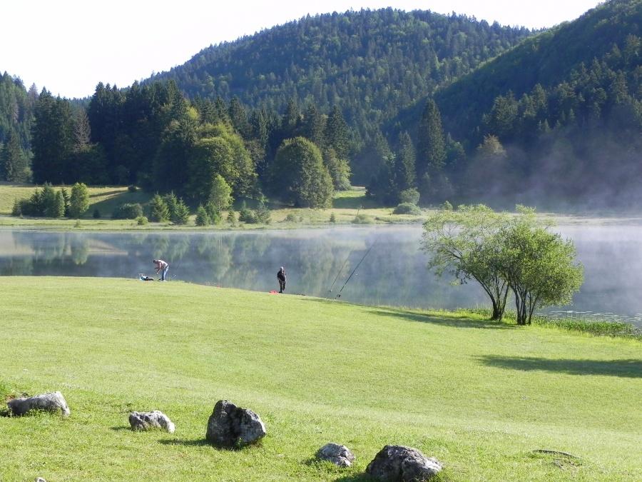 Le lac Genin un matin dans l'Ain