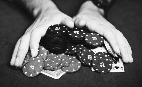 QQ Poker Online Bookies