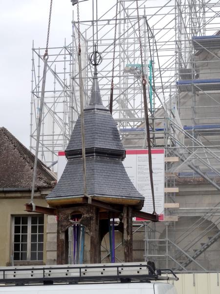 La pose du clocheton de l'église Saint Pierre