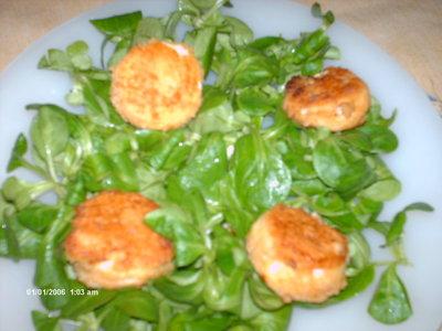 Blog de lisezmoi :Hello! Bienvenue sur mon blog!, chevres panés sur lit de salade