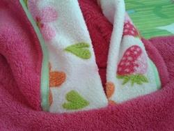 bord capuche aux fraises