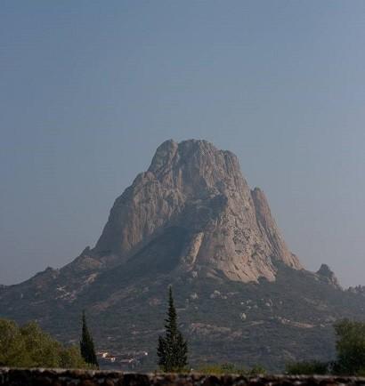 Pena-de-Bernal-mexico-monolith-worlds-highest-tallest-rock.jpg
