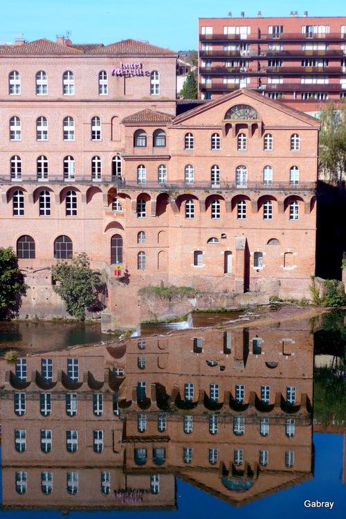 Albi: des reflets sur le Tarn ...