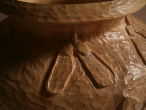 POT en ERABLE que j'ai réalisé et qui a été sculpté par Nathalie Bradley