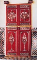 Meubles en noyer, portes en cèdre, portes peintes ( zouak )