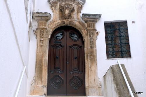 Italie: des portes à Ostuni ...