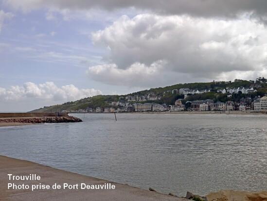 Deauville/ Trouville vue de la jetée de Port Deauville