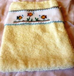 JOSEPHINE un gant de toilette qui attend sa serviette .....