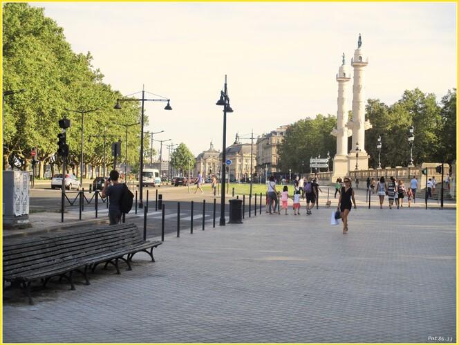 quai Louis XVIII, en arrivant aux Quinconces