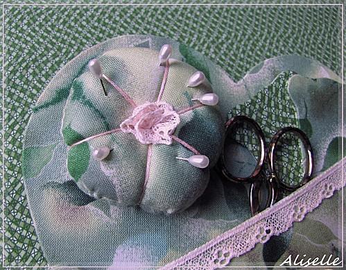 Necessaire-brodeuse-coeur-vert--3.jpg