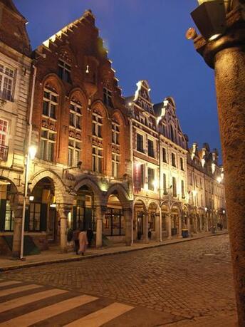 Arras-Rue eclairee.jpg