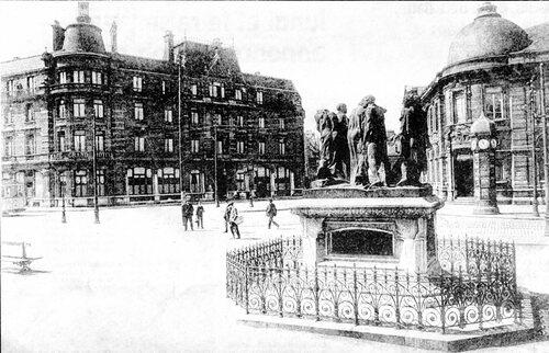 La place Richelieu, les Sis Bourgeois et l'Hôtel des Postes