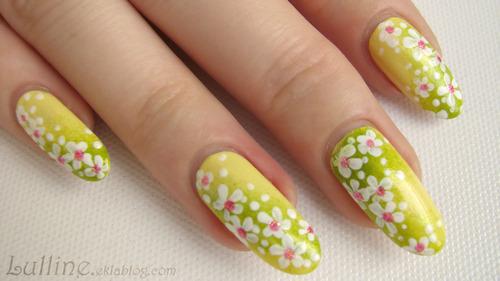 Nail Art - Fleurs blanches