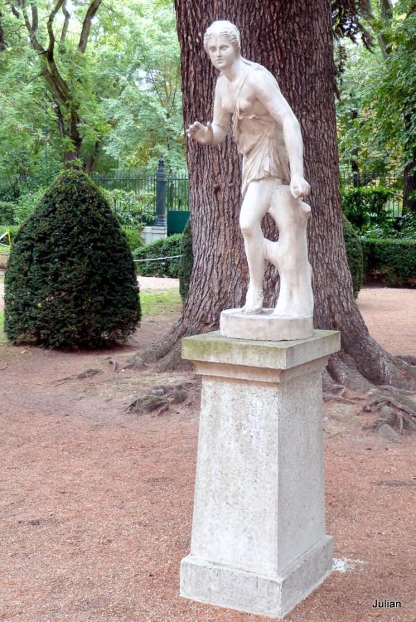 w02---Statue-1.JPG