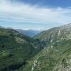 Le Rhône, au fond de la vallée
