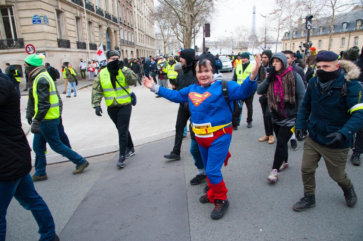 Superman était de la partie, Castaner n'a qu'à bien se tenir - © Reflets