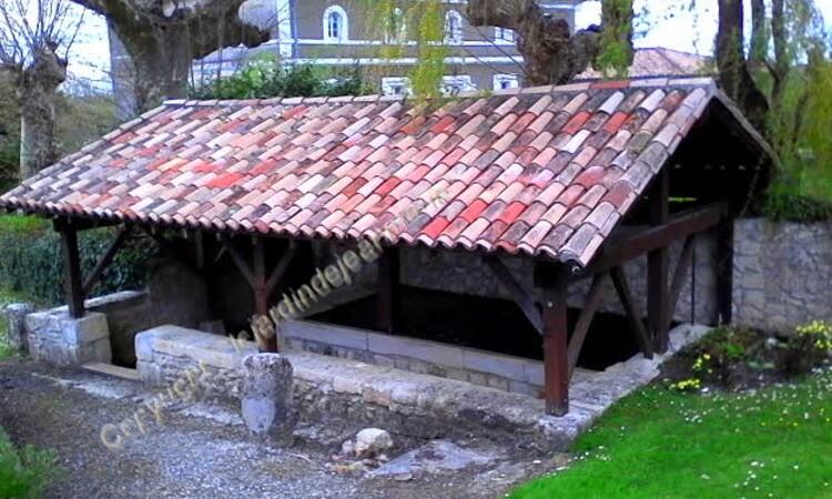 Budos est un petit village du sud ouest de la France. Le village est situé dans le département de la Gironde en région Aquitaine. Le village de Budos appartient à l'arrondissement de Langon et au can