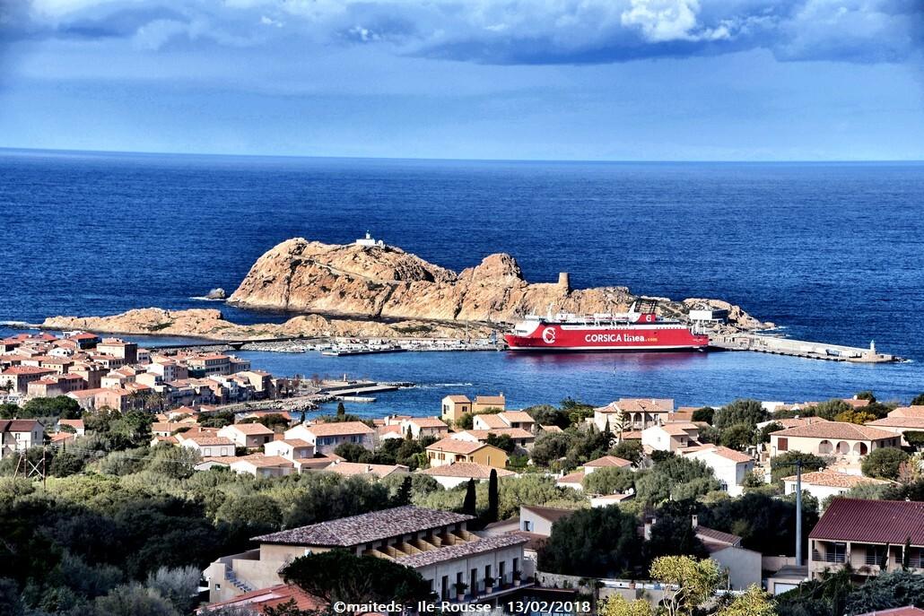 Vue sur l'Île de la Pietra - Île-Rousse - Corse depuis un village de Balagne