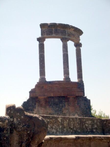 Pompei, Via dei Sepolcri, mausolée à colonnes