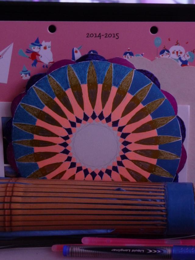 Blog de mimipalitaf : mimimickeydumont : mes mandalas au compas, mandala fait avant hier,