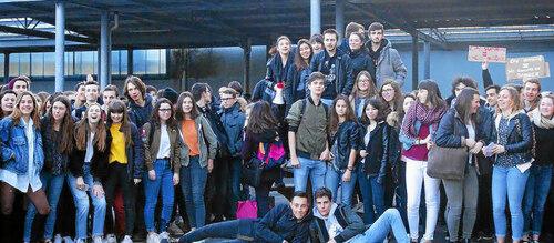 Brest-Kerichen. Des lycéens veulent garder leurs trois conseillers d'éducation (LT-28/03/2017)