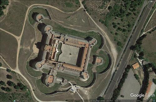 La forteresse de Salses. (Photo Google Earth, 29 / 06 / 2015)