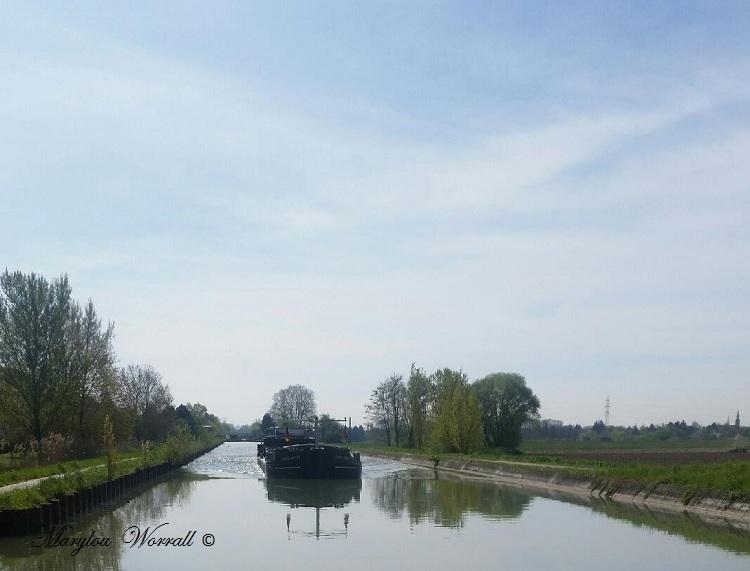 Souffelweyersheim 67 : Péniche sur le canal