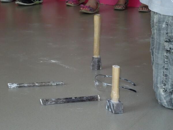 Les élèves de la Moyenne Section et de la Grande section de la Maternelle Cailletet se sont initiés à la sculpture avec Arno Mercier