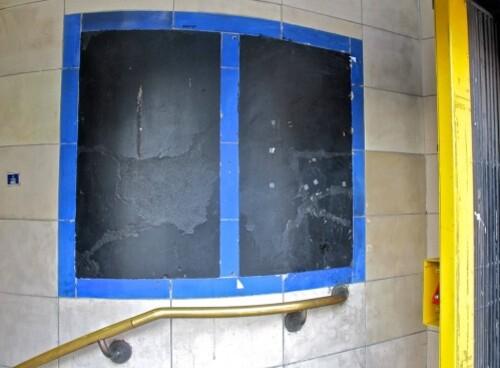 Londres métro affiche noire vide 9