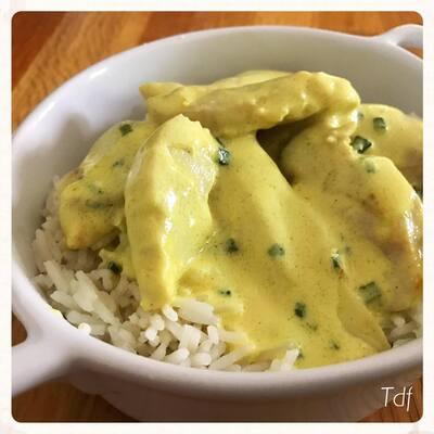 Aiguillettes de poulet sauce crémeuse à la moutarde au curry