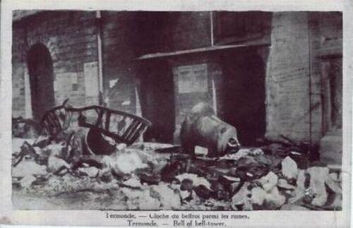 Termonde - Cloche du Beffroi parmi les ruines