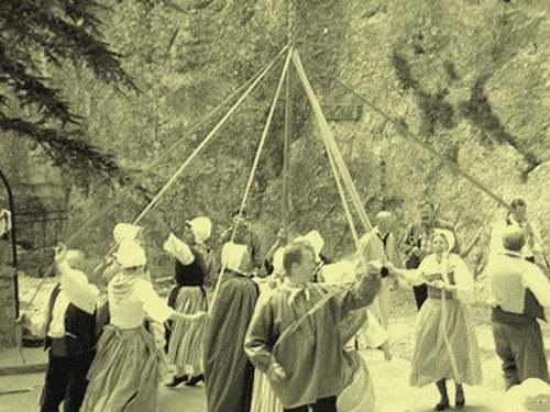 Provence d'Antan : Musiciens et farandoles.